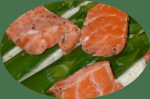 Lachs mit grünem Spargel in grüner Curry Sauce